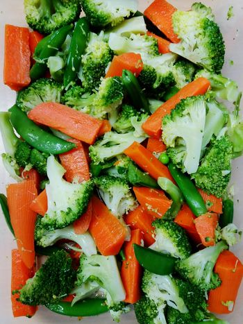 Food Food And Drink Freshness Healthy Eating Vegetable Indoors  Green Color No People Close-up Full Frame Healthy Lifestyle Ready-to-eat Vegetarian Food Chopped Day Carrots Broccoli Healty Food Beans Snow Peas Colorful