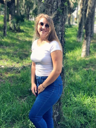 Sunglasses Real People Nature Outdoors Smiling Happiness Long Hair Florida Portrait Beautiful Woman Taking Photos