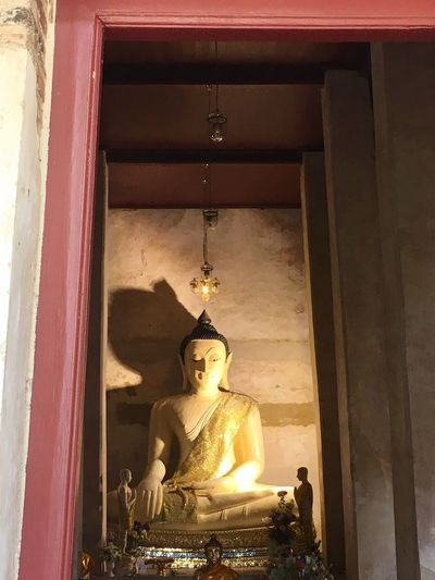 🙏 Statue Human Representation Religion Male Likeness Sculpture Spirituality Idol Indoors  No People Golden Color Low Angle View Day