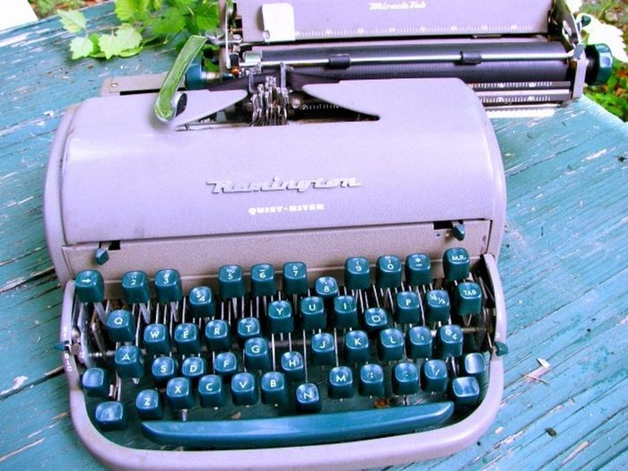 Typewriter. Corsicana Poverty typewriter Broken