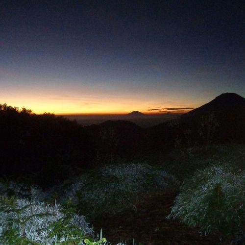 fabiayyiaalaairobikumatukadzibaan..... A Betahngemprah Lingkarindonesia Doyandolan Id Id_pendaki Gunung Hiking Exploreindonesia Explorecentraljava ExploreEverything Explorewonosobo