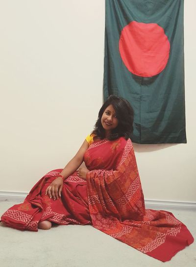 Proud Bangali :) Self Portrait Saree Fashion Saree Women Style Women Portraits Womensfashion Women Of EyeEm Fashion Dressed Up Enjoying Life Me Myself women around the world EyeEm Best Shots Bangladesh 🇧🇩 Bangladesh Bangladeshi Bangali Bangali Woman Love Yourself Melbourne One Person People Adult Indoors  Portrait Adults Only EyeEmNewHere Red Smiling