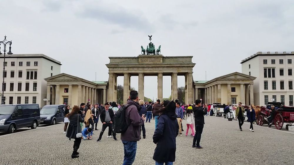 🏛 Berlin City Gate Large Group Of People City Architecture Built Structure Statue Full Length People Sculpture Day Outdoors Culture Germany Cold Photography Berlin Photography Home Streetphotography Place To Be  Tourist EyeEm Best Shots EyeEm