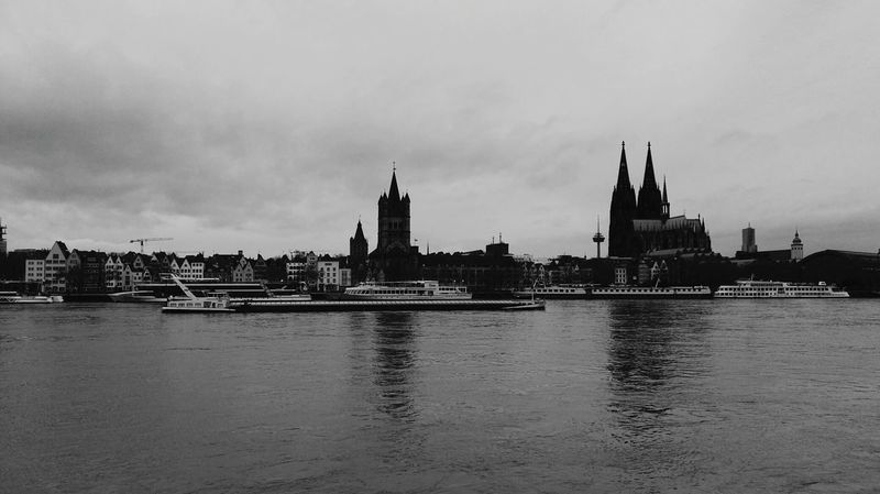 #Winter #Nature  #köln #cologne Cloud - Sky River Travel Destinations No People Outdoors Cityscape Day City