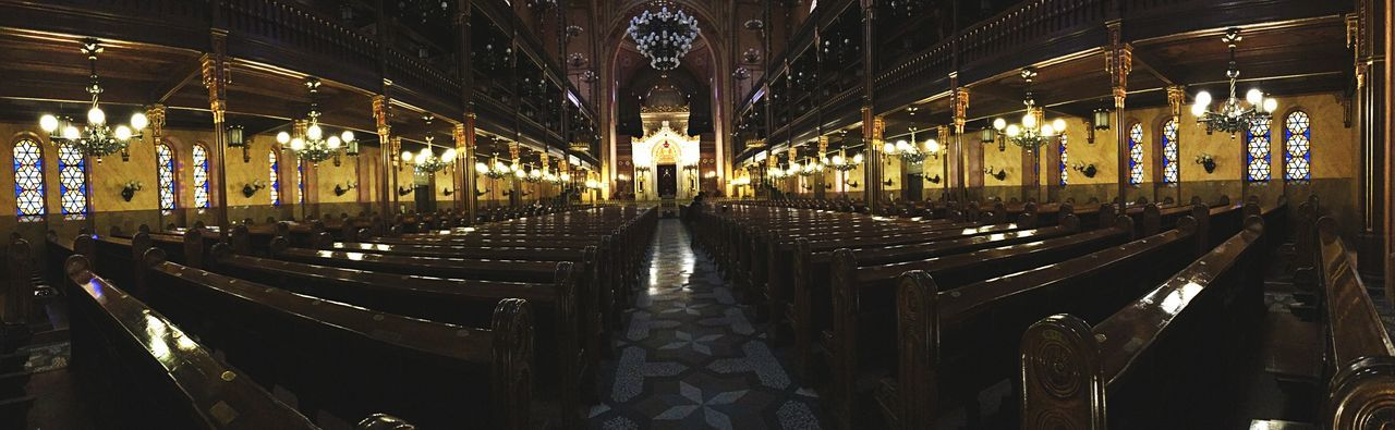 Pews in dohany street synagogue