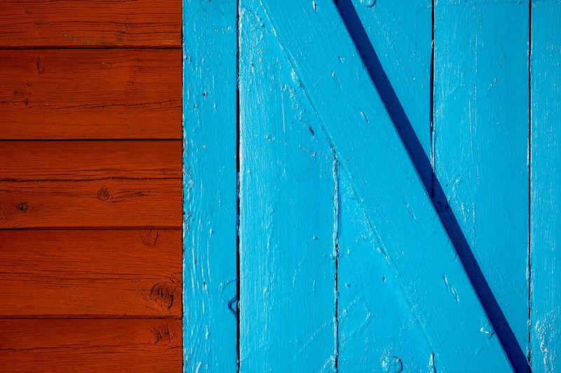 blue door to