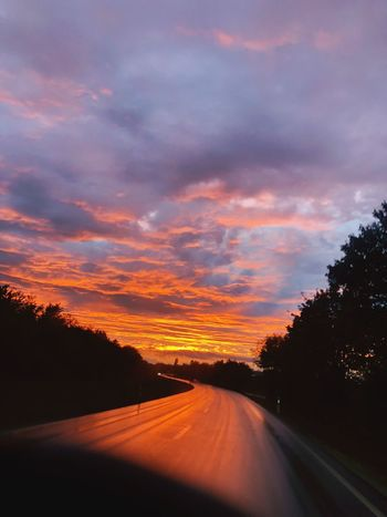 Unterwegs. On road. iPhone X 🚌💨 Cloud - Sky Sunset Tree Sky Road Direction Plant No People Beauty In Nature Country Road