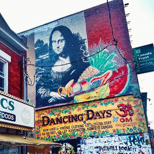 Wallking around and then you find this Streetart StreetArtEverywhere Colours Toronto Canada Monalisa MonaLisaSmile Lagioconda Art Building Artedelacalle Colores Streetphotography Instagood Instalike Arte Instadaily Fotodelacalle Instawow Creative Creativity Creatividad Creativityfound KensingtonMarket Buildinglovers