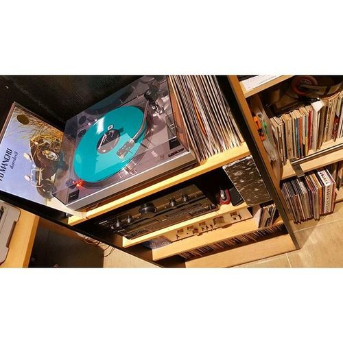 Necesito un mueble YA !!!! Vinyljunkie Vinylcollector Vinyl Vinyladdict Ilovevinyl Vinilo Influence Disco VinylMe Vinyljunkie Vinylcollector Music Lovemusic LPs Record Records Recordcollector Vinylcollectionpost Vinylcommunity Vinyporn Instavinyl Nowspinning 33rpm 45rpm LP Dual turntable