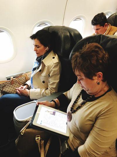 Bussines Woman Flight Bussines Class Two People Wireless Technology Well-dressed Plane Avianca Bogotá Medellín