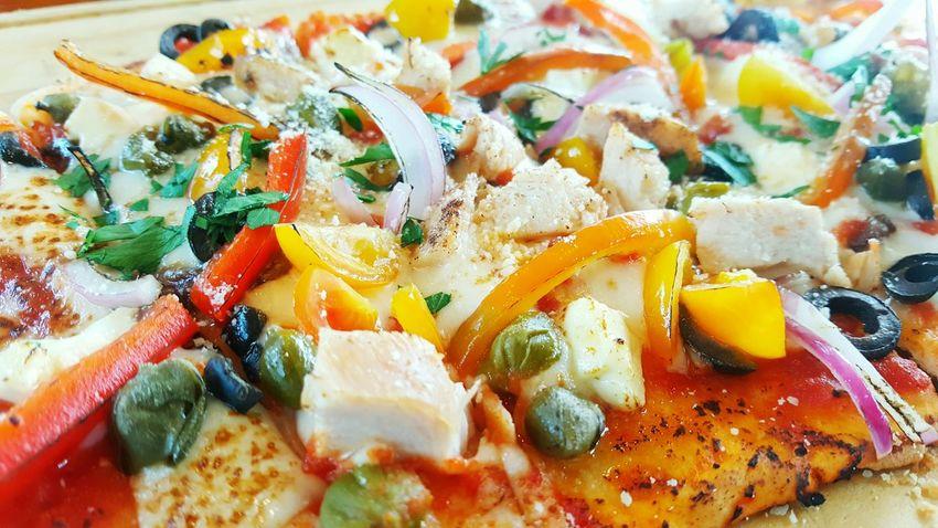 Pizzzaaa Food Foodphotography Yum Foodporn ChickenPizza Pizza Nuvali, Laguna DeliciousFood  Heaven Favorite