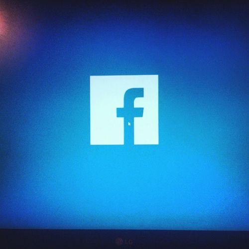 Me encanta que este tan gigante en mi compu jaja es como un sueño hecho realidad jaja Windows8 FacebookApp