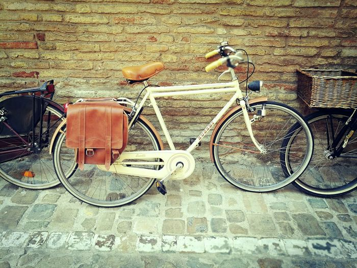 Sport Outdoors Classic Classic Bicycle Artisan Industrial Design Italy City Life Hobby Bicycle Bicycle Rack Sand Close-up