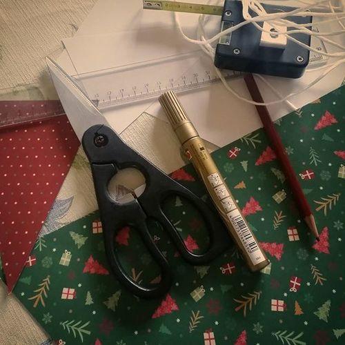 I'm so into Christmas diys. Holidaydiy Holidayspirit Santascomingtotown Christmas DIY Happytomakeyouhappy Howtostartyourday Fabolousday Crazyaboutholidays