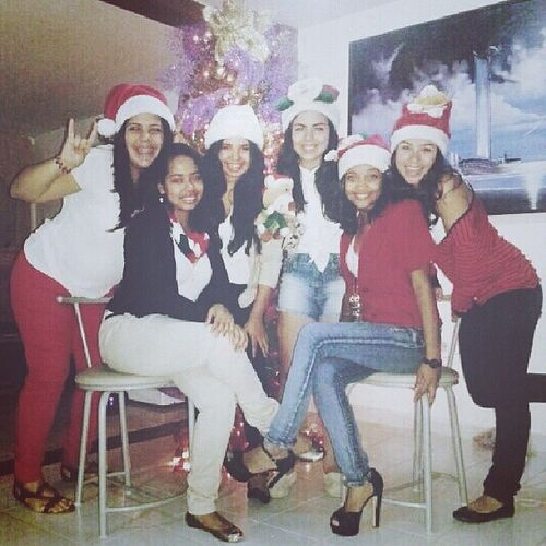 Christmas Day with my ladies♡ Smiles Christmas Instaniceeeeee Instasupersanduchess instadianallego4729282diasdespues instasupercool instadancefloor