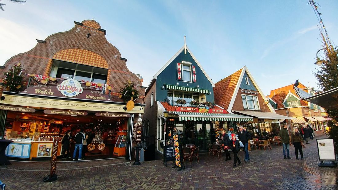 Netherlads Volendam Tourism 2017 Old Houses Embankment Travel Architecture