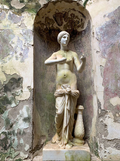 Statue of angel against wall