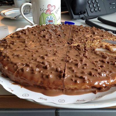 Birthday Cake from my colleque #birthday #birthdaycake #25 #25thbirthday #happybirtday #hamburg #welovehh #germany #iphoneonly Birthday Germany Hamburg Iphoneonly Welovehh 25 Birthdaycake 25thbirthday Happybirtday