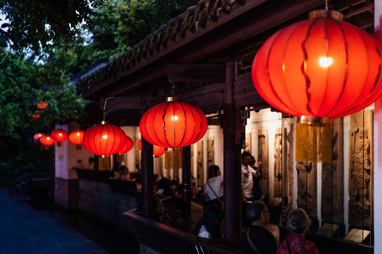 Chinese red lanterns, nightlife China Landscape Blessing Wishing Chinese Culture Lantern Lighting Equipment Chinese Lantern Illuminated Red Decoration Hanging Architecture Building Exterior Celebration Outdoors Light Night