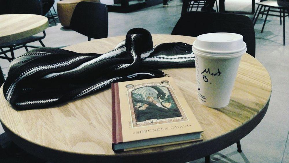 22 Ocak 2018 Starbucks Starbucks Coffee Withboyfriend Book Good Times Atkı Winter Sürüngenodası Lemonysnicket Love Peace Gooddays Lovelyday Edirne Table Indoors  Wood - Material Drink Day