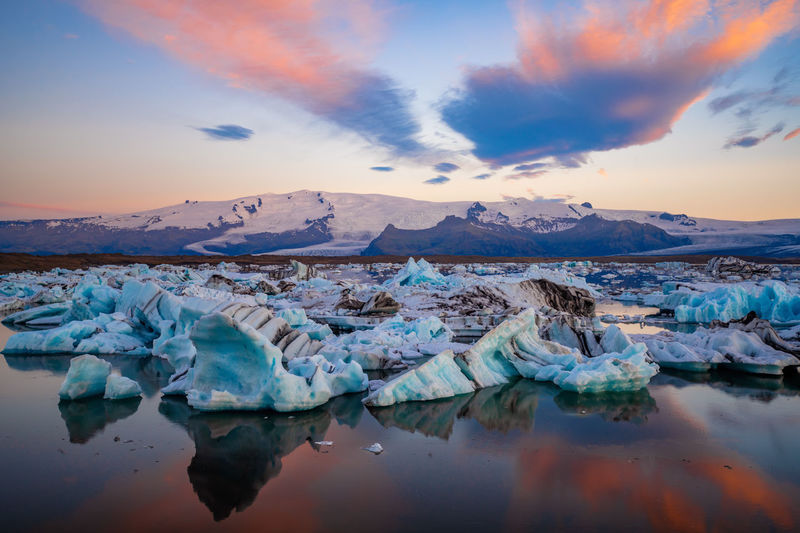 Scenic view of icebergs and mountains on jokulsarlon glacial lagoon