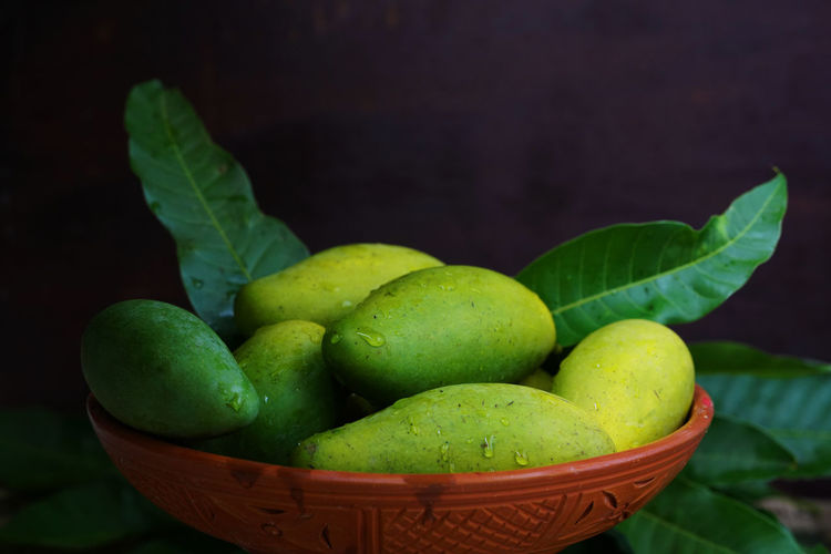 Green mangoes Green Planet Tasty Nature Mango Green Mango Green Color Freshness Healthy Eating Food Fruit Wellbeing Basket Close-up Leaf Container No People Still Life Focus On Foreground Indoors  Plant Part Table