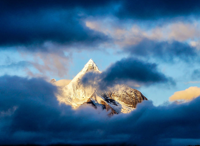Atmospheric Mood Beauty In Nature Cloud Cloud - Sky Cloudy Cold Temperature Frozen Idyllic Majestic Mountain Mountain Peak Nature Scenics Sky Snow Snowcapped Mountain Weather Winter