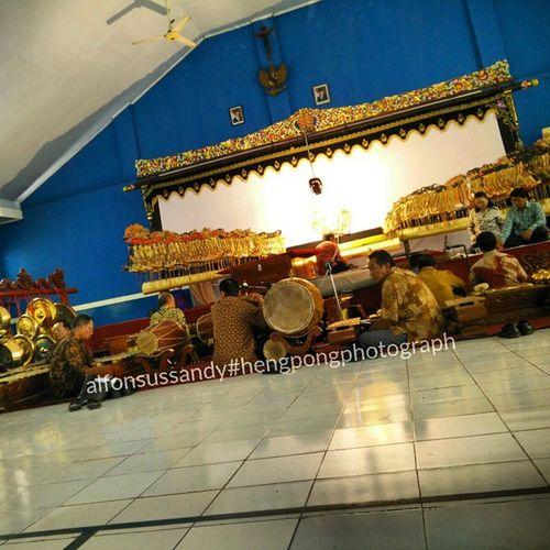 Gamelan goes to pamardi yuwana bhakti... 😎😎 bagaimana yang lain ?? Hengpongphotograph Oneplusonecamera Gamelan Karawitan Seni Seniindonesia Sekolah Sekolahgamelan Art Artindonesia
