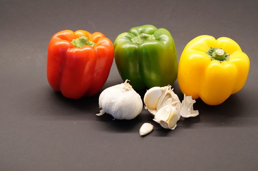 Vegetable Still Life Bell Pepper Red Bell Pepper Food Food And Drink Yellow Bell Pepper Healthy Eating Studio Shot Freshness No People Close-up Indoors  Day Gemüse
