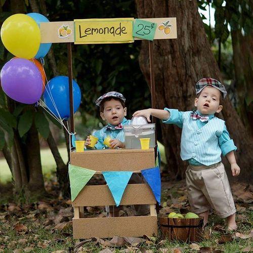 La mejor limonada de todas 🍋👬📷 Twins Lemonadestand Babyphotography