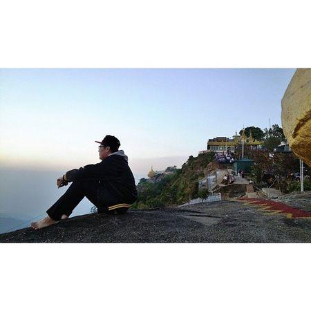 ေငးေမာ ေတြးေတာ Kyaikhteeyoe Pagoda Goldenrock Sunset myanmar igersmyanmar throwbackthursday tbt nofilter