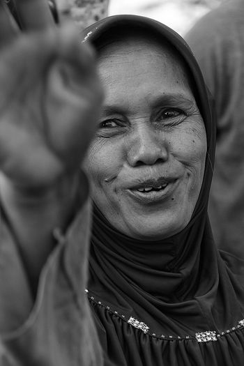 indonesian women Bnwphotography Blackandwhite Canon Indonesia_photography Cultures Eastjava INDONESIA Closeup Bnw Old Smile Javanese Culture Streetphotography Perfect Pasuruan EyeEmNewHere Portrait Smiling Men Facial Mask - Beauty Product Happiness Human Face Young Women Looking At Camera Headshot Human Eye Hijab Islam Human Head Human Lips