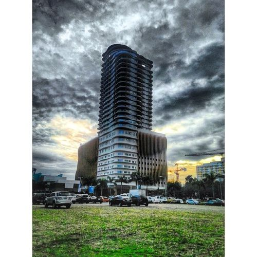 Rise and stand like no one can beat you up! Rise STAND Bewhoyouare Beyoü you architecture building TagsForLikes skyscraper urban design minimal city art linesbeautiful lookingup style archidaily perspective geometric pattern calyx