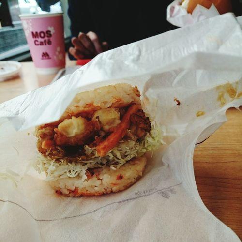 I got myself a burger from Mos yesterday. Mosburger Japan Store Taiwan Burger RiceBurger Asianflavor