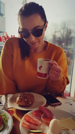 Shooting with the model #morningphoto #morningshooting #breakfast #sunglasses #dolcegabana #Coffe #Bäckerei #model #shootingwiththemodel #sunnyday #germany #germanlifestyle Women Holding Young Women Beautiful Woman
