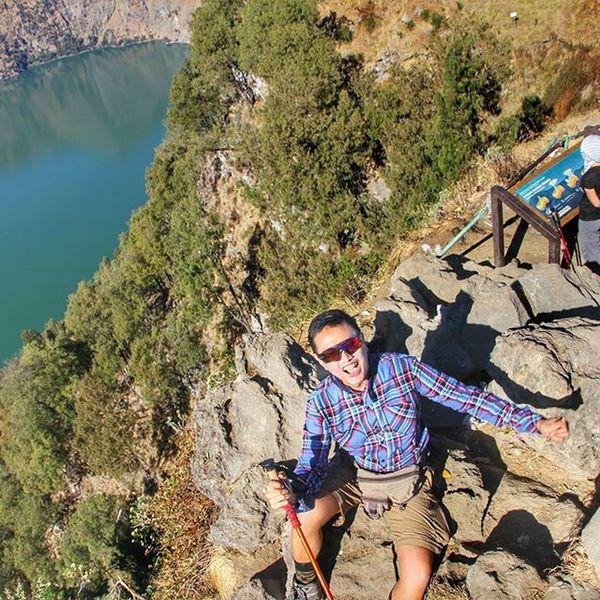 tip of plawangan senaru down below was segara anakan lake Sefo  Hikingseason Rinjani Latepost