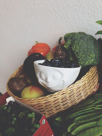zufrieden und ganz schön Grinsebacke bei so viel Grün | Tassen Fiftyeight
