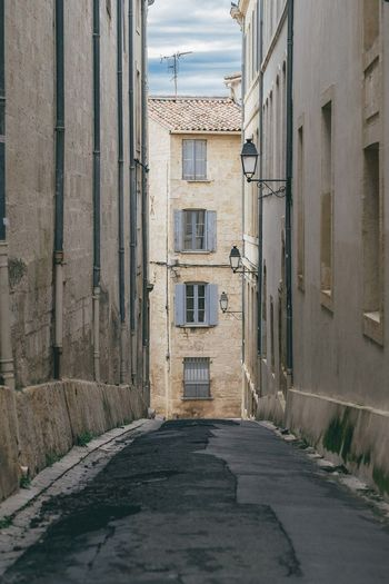 Montpellier Sud De La France Sud De France Ruelle Narrow Street Houses And Windows Alley Alleyway South Of France France France Streets Pittoresque Traveling Travel Travel Photography