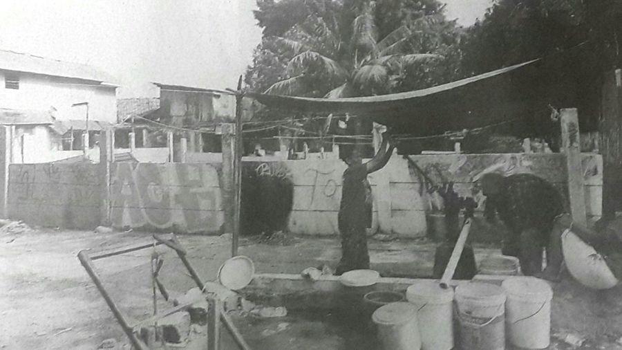 """Capturing original picture (Kompas/Priyombodo) on page 15th of Kompas Daily Newspaper (10/6/15) had titled """"Kesulitan Air Bersih di Ibukota"""". Warga Antre Air Bersih Sumur Umur"""