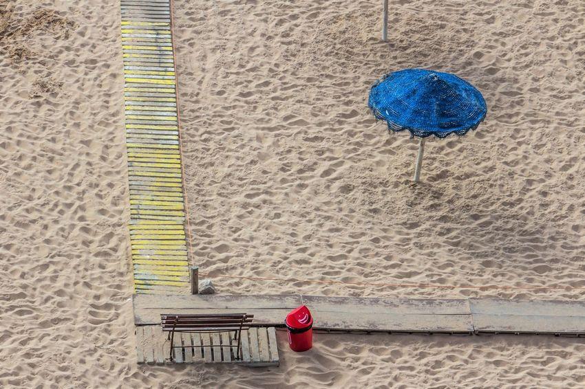 a cor da praia Beautiful Chapéu De Sol Colors Praia Architecture Areia Azul Beach Building Exterior Built Structure Colorido Contrastes Contrasts Cor Day Estrutura Outdoors Sombrero