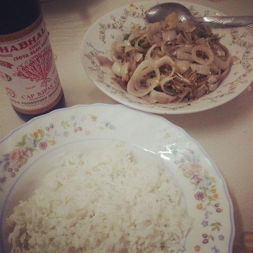 Perfect combination Nasi Ikanbilisgoreng Ciliapi Bawang kicapmanis heuheu!