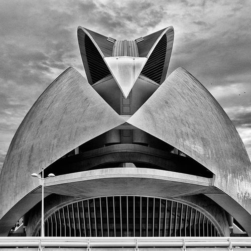 Like a helmet from Star Wars ☺ Instagood Theworldguru EEprojects Opéra Architecture Operahouse SPAIN Spanish Calatrava Starwars Helmet Sandtrooper Building València Catalunya Smile Valenciaoperahouse Ciudaddelasartesylasciencias Art Visitspain Canon_photos Snapzone LiveTravelChannel @natgeotravelTravelawesome Cbviews beautifuldestinationsig_ometry symmetricalmonstersworld_bnwmodernarchitect