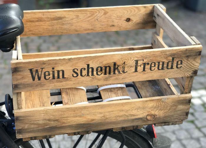 Wein Frankfurt Fressgass Fahrrad Spruch