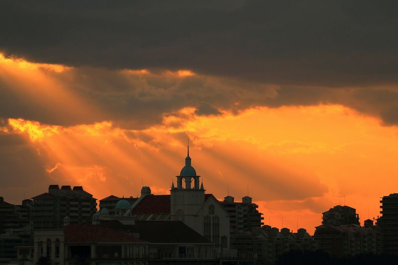 The Changing City 暗闇に変化する都市←無理やりミッションにこじつけ!σ(^◇^;) Sky And Clouds Sky And Cloud Sunsets 天使の梯子 Sunset_collection Japan Photography Sky And City Sunset And Clouds  EyeEm Best Shots - Landscape City View  EyeEm Landscape Sunset Silhouettes Landscape_Collection Sunset Japan Scenery シルエット部 EyeEm Best Shots - Sunsets + Sunrise My Best Place Taking Photos Enjoying Life Hanging Out Hello World Sunsetporn EyeEm Best Shots
