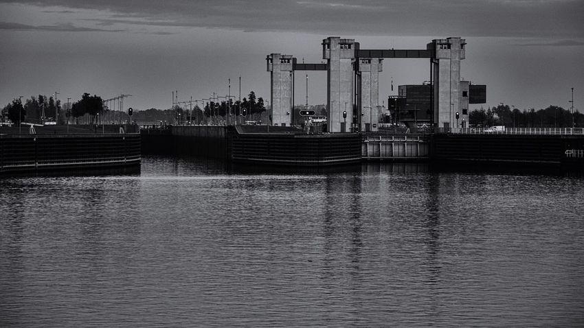 Architecture Water Built Structure River Transportation Mode Of Transport Sluice Lock Ship Lock Monochrome Dutch Netherlands Lith Sluis Dorp Aan De Rivier Nikon Nikonphotography Landscape