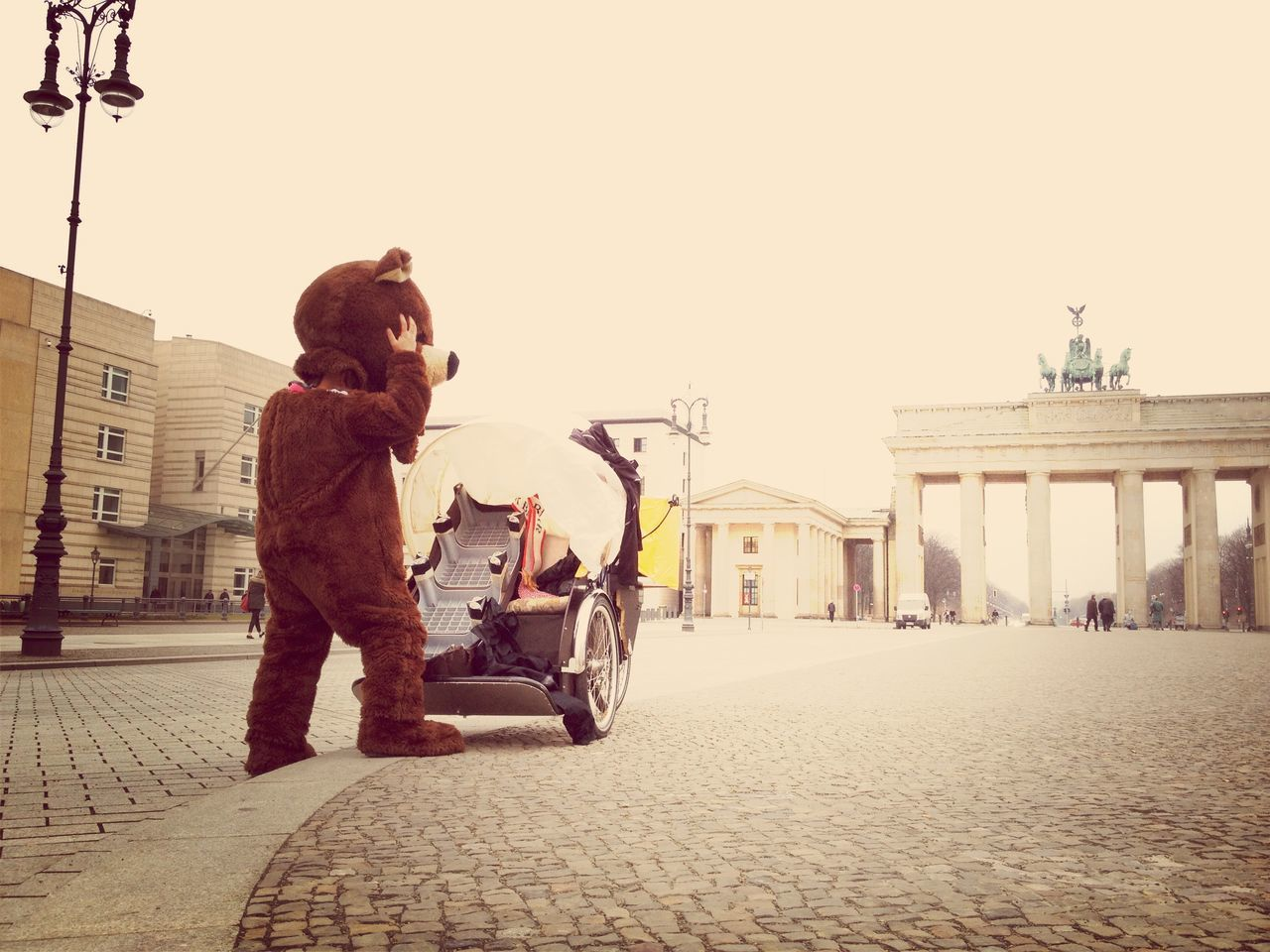 Person in bear costume in front of pariser platz