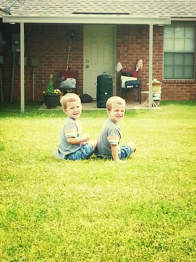 my lil nephews!!! almost like yesterday they were babys. they're twins omggg ...but they're so close