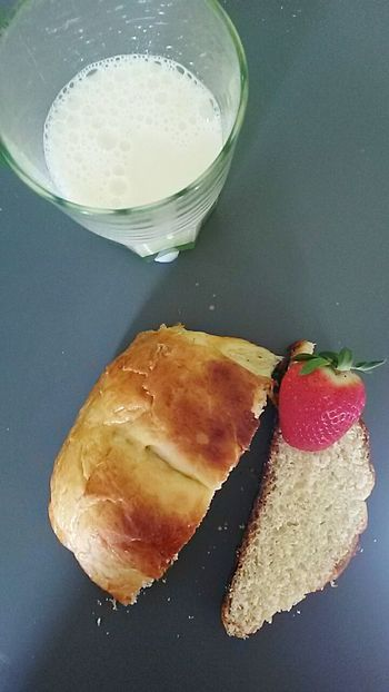 Ptit dej Petit Dejeuner Breakfast Homemade Baking Brioche Milk Fraise Strawberry Composition Arrangement My Favorite Breakfast Moment Food Stories