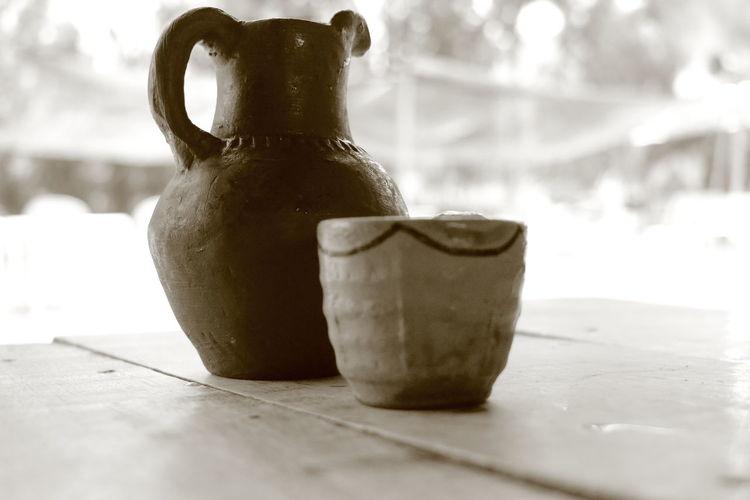 Jarro de barro. Bottle Clay Group Of Objects Ideas Jar Jarra Jarro Make Jars Of Clay.... No People Old-fashioned Sepia Sepiaphoto Single Object Table