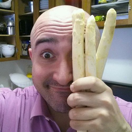 Thanks to @vollkorn1982 I have real German White Asparagus! How should I prepare it... Spargelzeitselfie